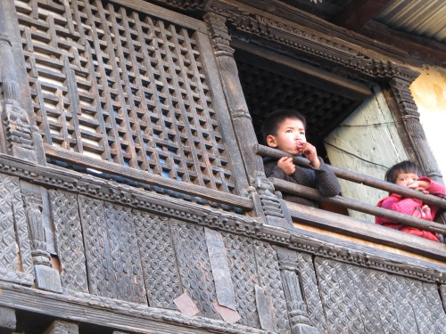 Children above a shop in Swambhunath