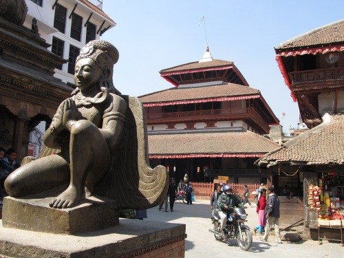 Kashatmandapa in the centre